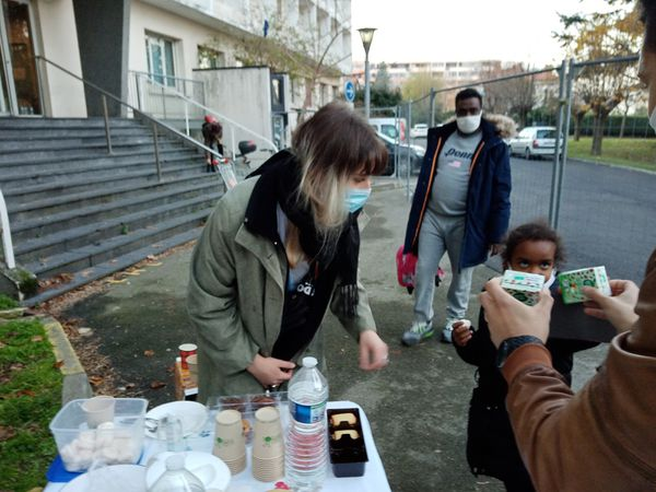 Rencontre de l'atelier avec les résidents et les travailleurs sociaux autour d'un café