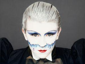 """steve strange le chanteur du groupe visage avec sa chanson """"fade to grey"""""""