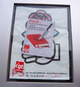 La permanence du PS à Montluçon décorée aux couleurs de la lutte contre la loi Travail