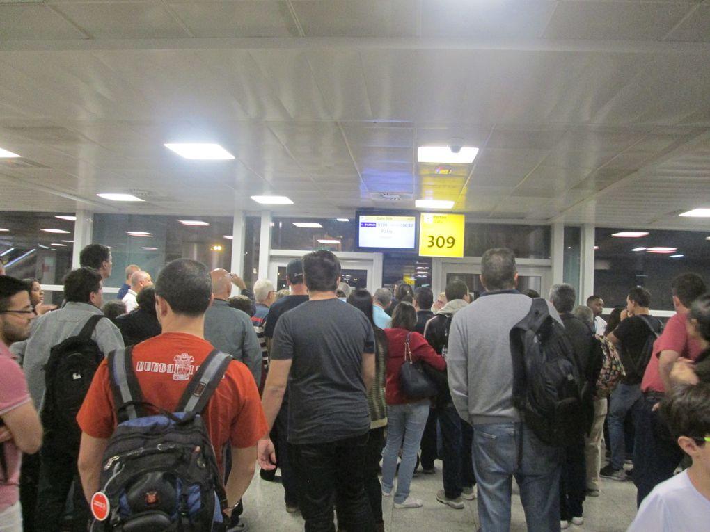 longue attente pour embarquement à Sao Paulo. Puis annonce report du vol au lendemain. et transfert à l'hôtel. Une journée d'attente à l'hôtel puis retour à l'aéroport pour retour à Paris