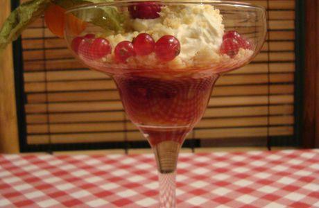 Coupe fraise-rhubarbe croustillante