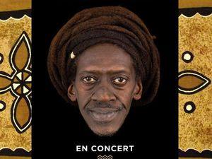 cheikh lô, un musicien et chanteur sénégalaisau flow polyglotte et syncrétique