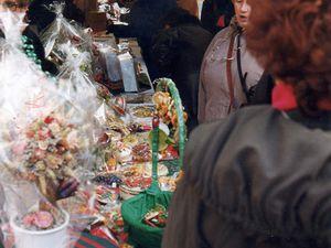 Le marché de Noël 1998 près de l'église Notre-Dame (RN7), ses stands et l'incontournable vin chaud