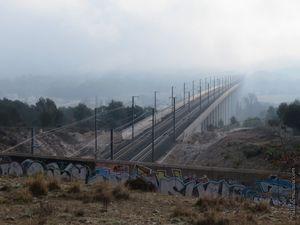 La ligne TGV dans le brouillard...