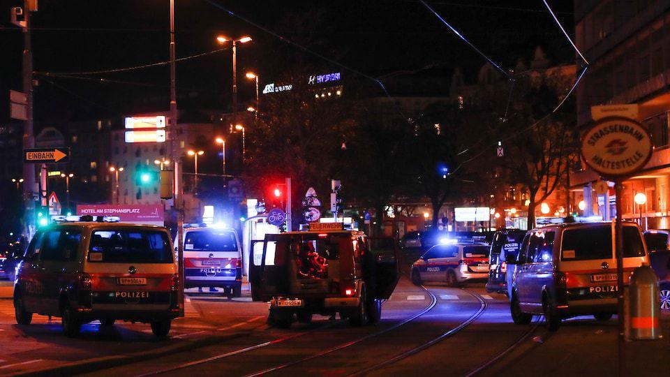 Les policiers sont intervenus près du Schwedenplatz square à Vienne.  Photo : Reuters / LEONHARD FOEGER