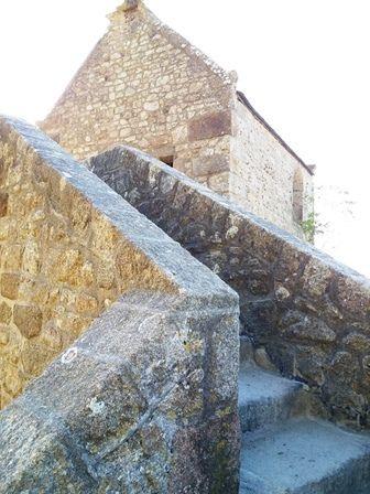 En tournant tout autour du Mont Saint-Michel.