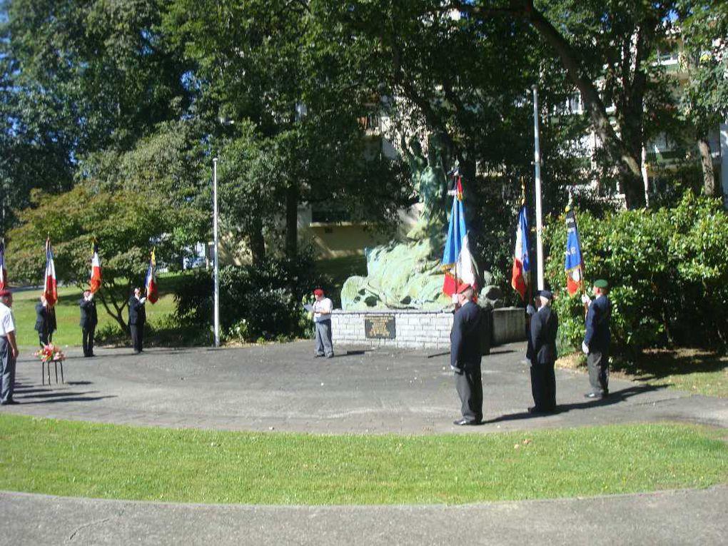 Autour du monument du Souvenir