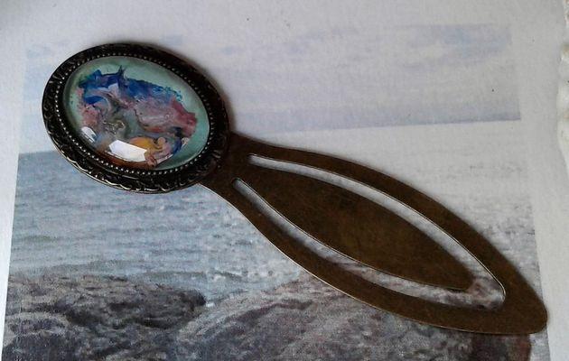 art nouveau,conte fantastiquepeint par artiste,marque page bronze,cabochon verre oval 18x25 mm,accessoire boheme gothique victorien hippie romantique,roman lecture livre litterature,bleu vert jaune orange,mauve roseblanc gris