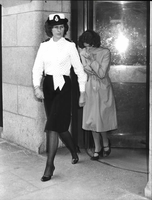 Sonia Sutcliffe, wife of murderer Peter Sutcliffe, leaves the Old Bailey court with policewoman in 1981