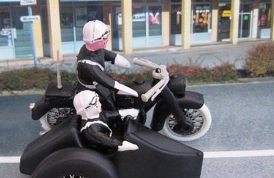 LES MOTARDS POLICE - MINIALUXE 1/32 - MOTO SIDE CAR GENDARMERIE NATIONALE
