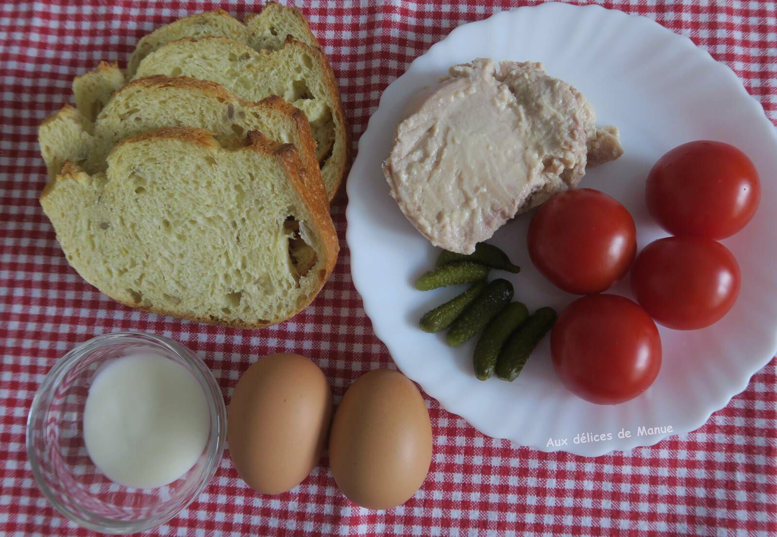 Bruschetta au thon, œufs durs et tomates