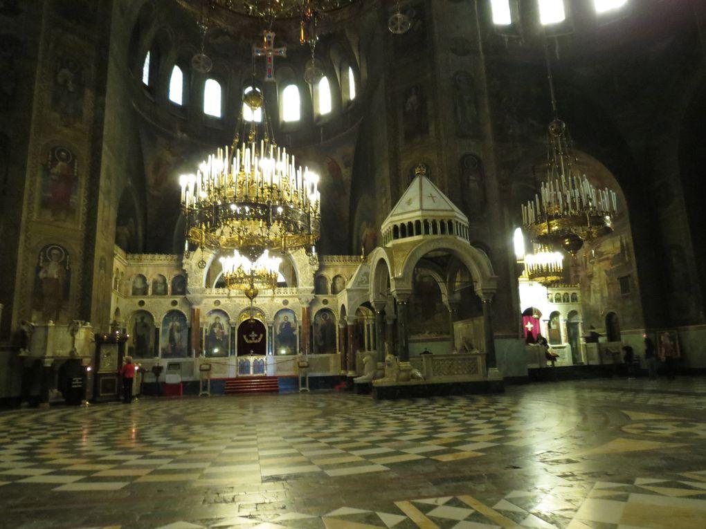 La cathédrale Saint Alexandre Nevski de Sofia, est le plus grande église chrétienne en Bulgarie, symbole de l'indépendance bulgare. Photos EmMa (M. et Em. presse 2014)