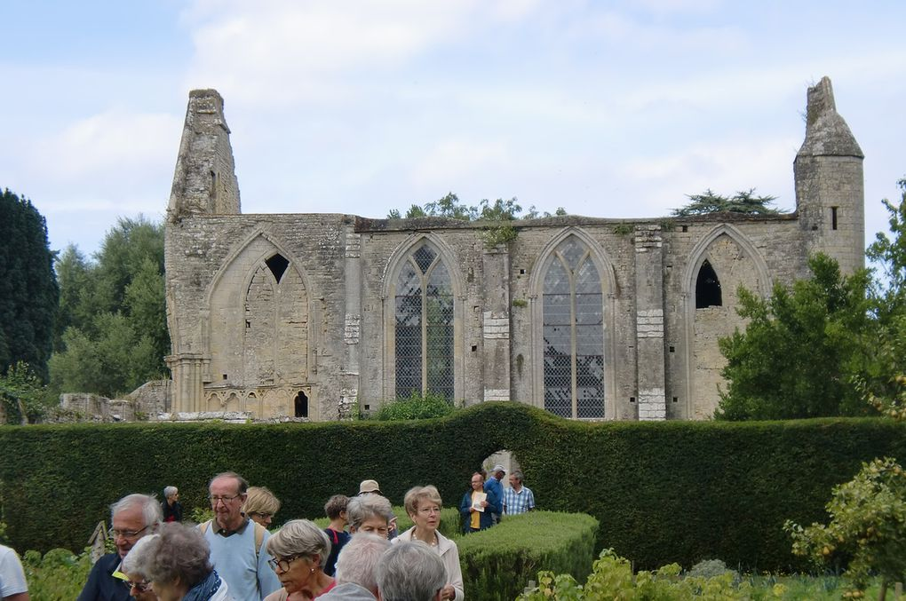 Alors que le mulet broute chez Claire et Sébastien,belle visite de l'abbaye Ste-Marie.quelques vestiges du choeur,du transept.