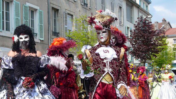Noël, St Nicolas, Carnaval vénitien, Fête de la musique, festivals, etc.