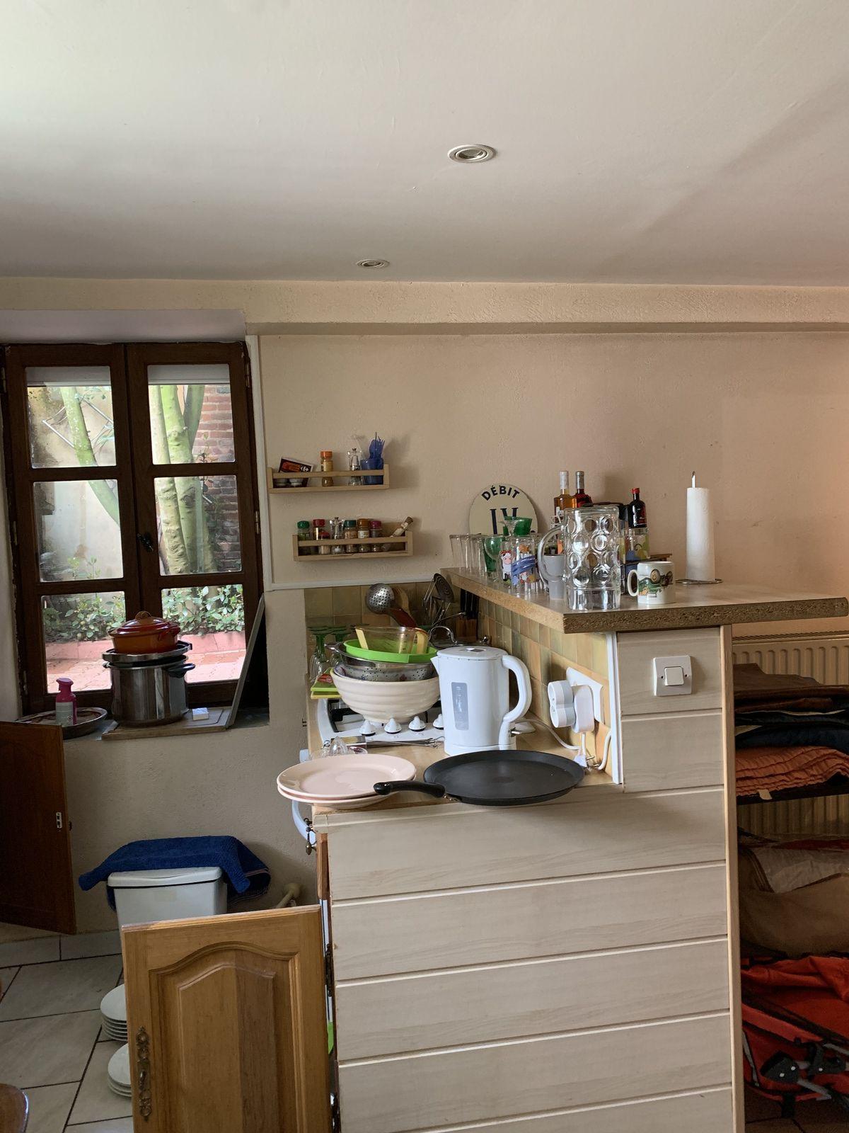 J'organise la cuisine avec la vaisselle assortie