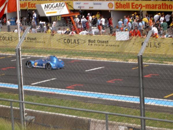 Compétition de Nogaro, mai 2006:Jour 1: arrivée sur le site et passage du contrôle technique.Jour 2: essais libres. Lors du second tour de piste, le pneu arrière éclate dans un virage à 40km/h... Le véh