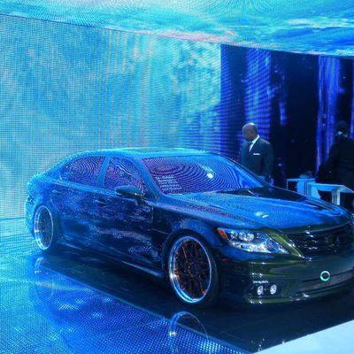 Détroit 2011 : Lexus illumine le salon.