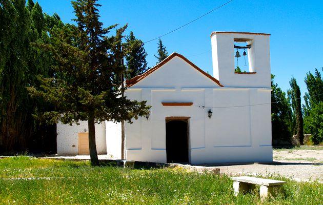 Argentine : Entre Villa Union et Mendoza, Une Chapelle perdue dans le désert..