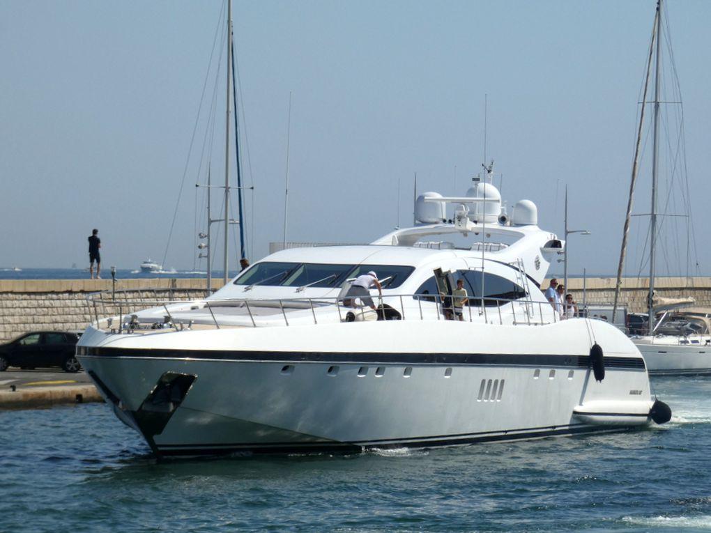 COSMOS , appareillant du port de Saint Tropez le 12 aout 2020