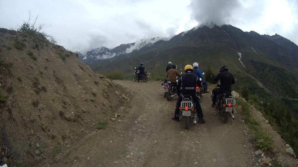 La montée vers le monastère de shasur Gompa