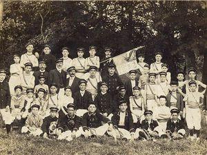 Les sections féminine et masculine de l'Étoile de Ris (vers 1910-1920)