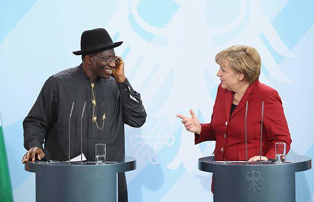 DROIT D'INGERANCE ET LA RESPONSABILITÉ PAR DEVOIR DE PROTEGER. Le Mali doit retrouver l'état de droit, d'où ce sont les lois qui déterminent les modes de transmission et d'exercice des différents pouvoirs étatiques. Si le Mali doit s'en sortir, le spécifique non-contraignant et a adhésion facultative doit, concéder la place, oui toute la place, au règles universelles contraignantes, communes à tous, dans toute sa rigueur et  dans tout son rigorisme sur les principes universels de l'état de droit laïc. Ainsi la crise d'intérêt sous couverture séparatiste au Nord perdra une grande partie de sa racine.