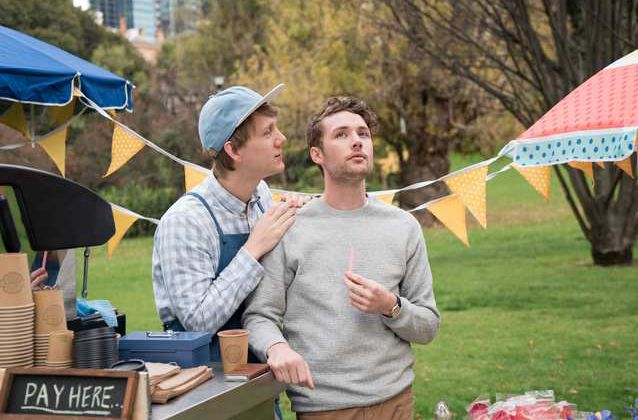 Critiques Séries : Please Like Me. Saison 3. Episodes 3 et 4.
