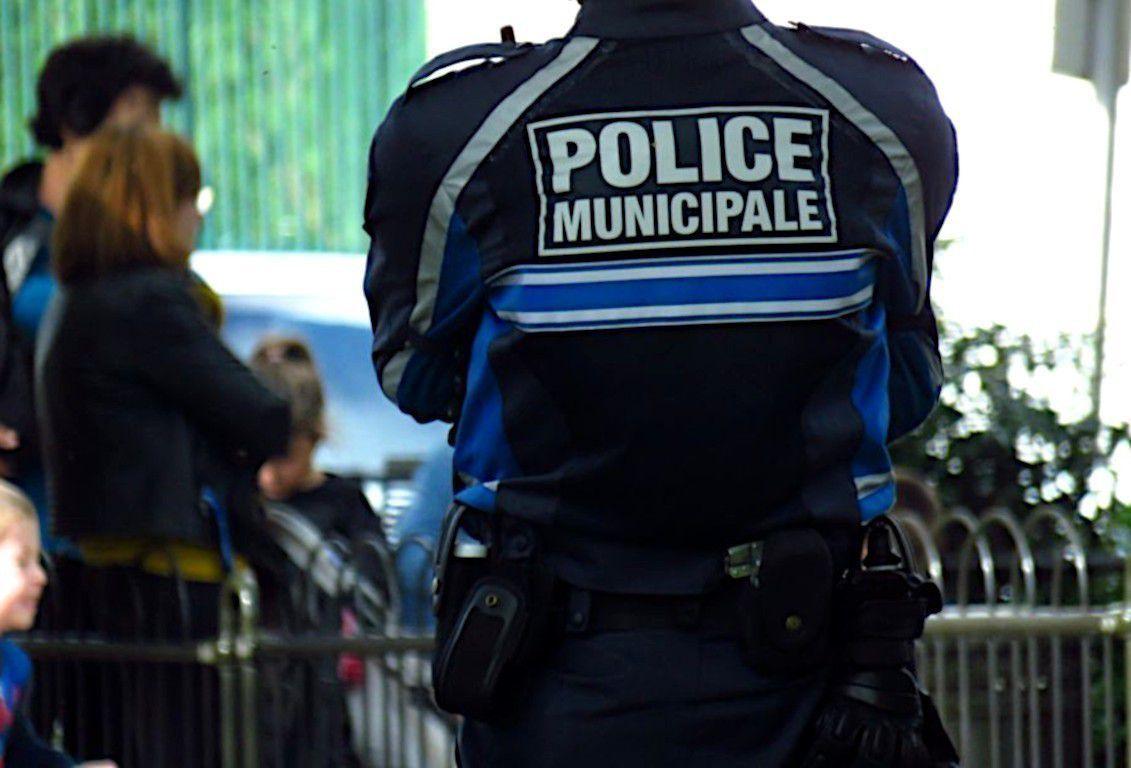 Pierre Hurmic, le maire de Bordeaux, compte recruter plus de dix policiers municipaux par an. Les effectifs de la police municipale seraient jusqu'ici sous-dimensionnés (©La Marne/Illustration)