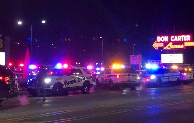 Shooting at US bowling alley leaves 3 dead, 3 injured