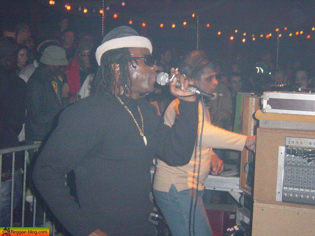 C'etait le 15 octobre 2005<br/> <br/> <br/> sur la sono de Blackboard Jungle : King Earthquake accompagn&eacute; de Winston Fergus et Afrikan Simba.<br/> Aba Shanti I<br/> <br/> <br/>