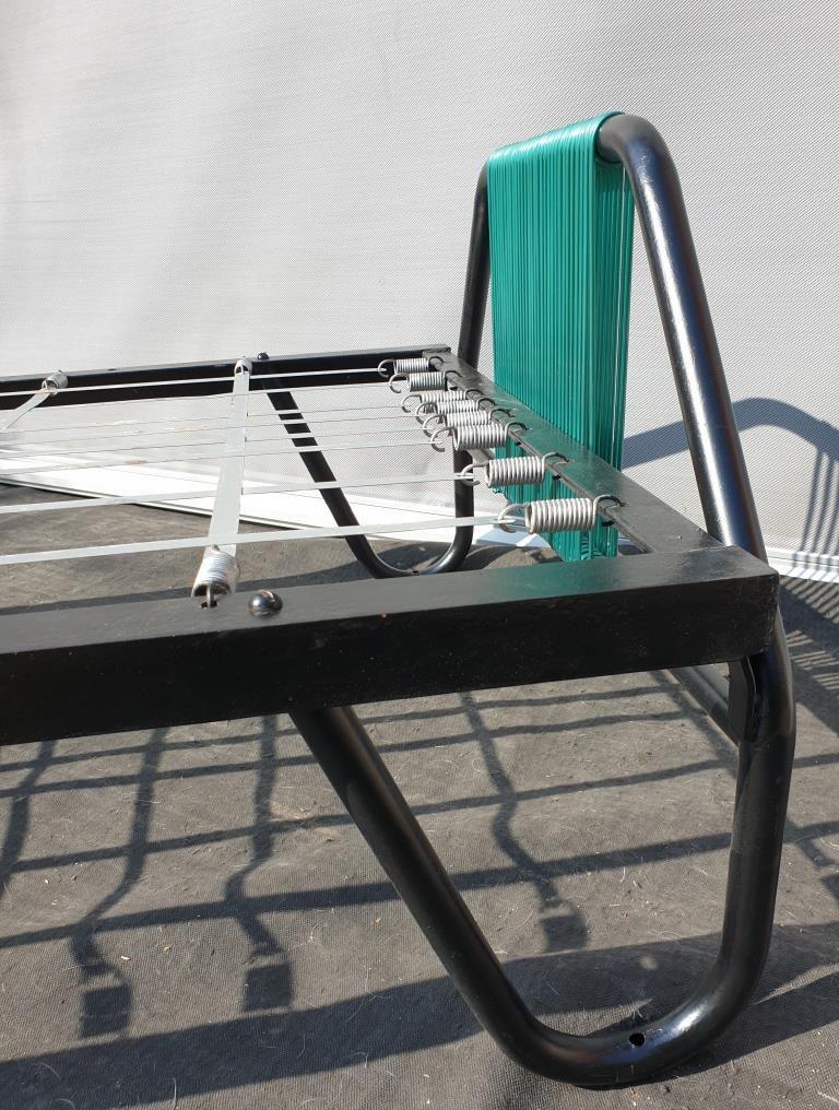 Lit métal Jacques Hitier scoubidous vert métal - 350 euros