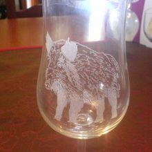 758- détail motif gravé  Coffret *Chasse*  6 verres + bouteille  Frs. 130.00  ( sur commande )