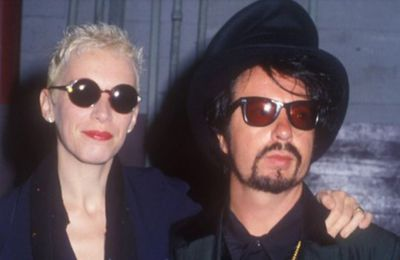 """03 septembre 1983: Eurythmics - """"Sweet Dreams (Are made of this)"""""""