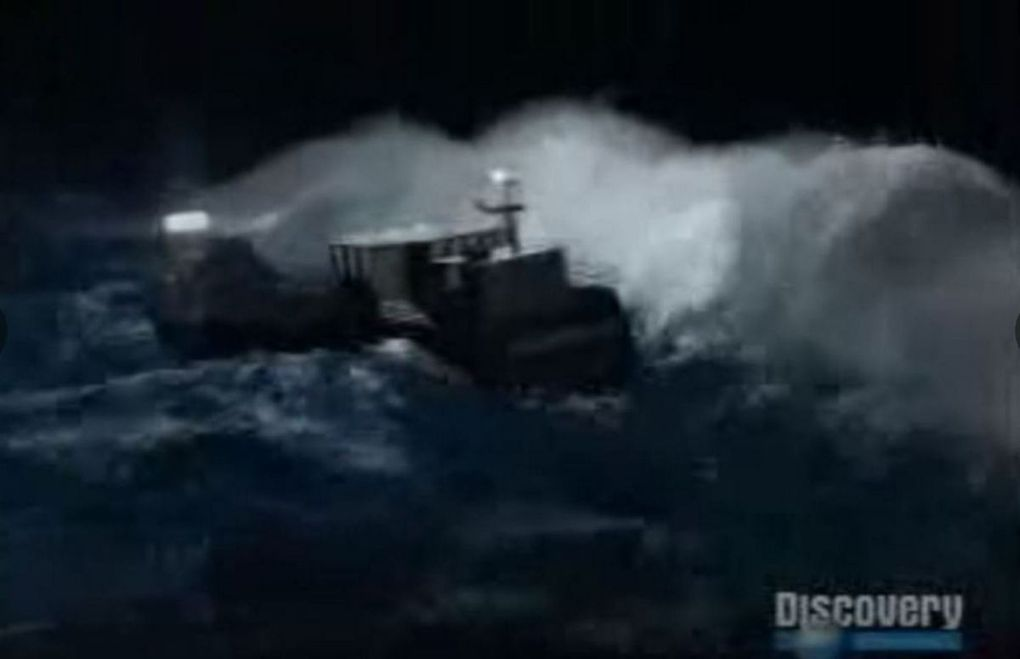 VIDEO - A Boat Hit Live by a Rogue Wave