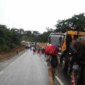 La ruta entre las dos principales metrópolis de Camerún cortada al tráfico. - El Muni