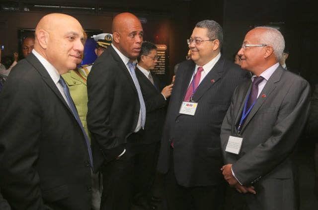 Les 2 chefs d'Etat Tèt kale en compagnie de leurs financiers du secteur privé qu'ils font semblant de dénoncer.