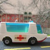 STRETCHA FETCHA AMBULANCE MATCHBOX SUPERFAST 1/66 - car-collector.net