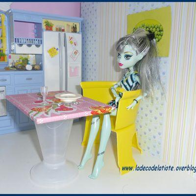 tuto facile (diy) table et chaise pour barbie et monster high...