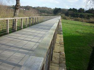 La plus longue passerelle des côtes d'armor, vestiges de l'ancienne voie férrée -