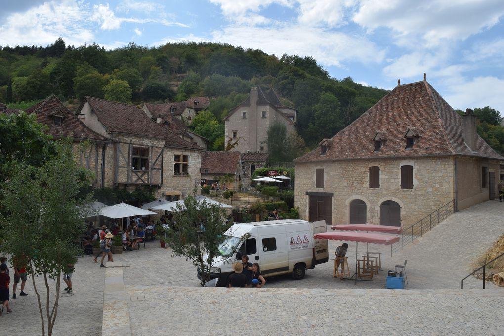 """Quelques vues du village de Saint-Cirq-Lapopie. Lors de l'émission """"Le village préféré des Français"""" diffusée sur France 2 le 26 juin 2012, le village a été élu parmi 22 villages de France par 66 000 votants."""