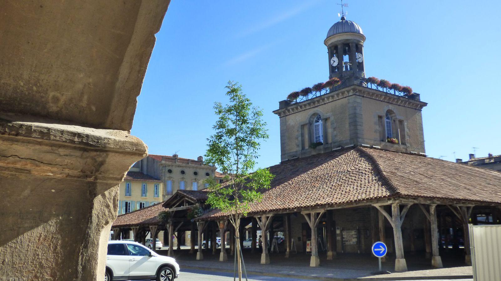 La place Philippe VI de Valois/ Revel/ Haute-Garonne.