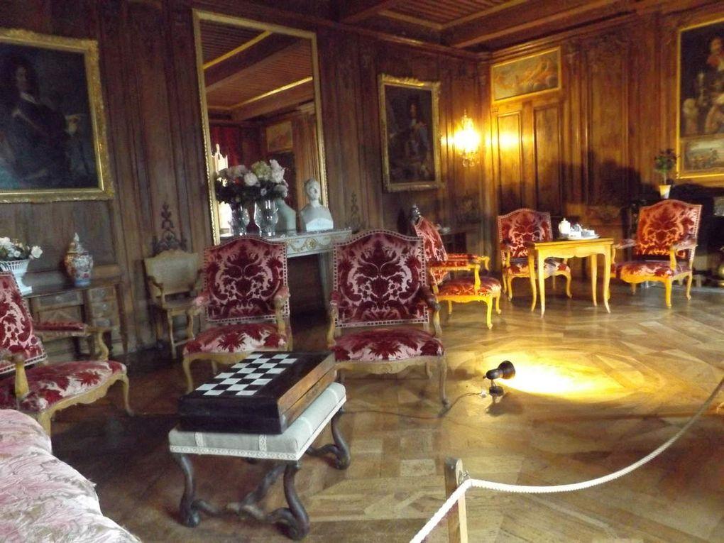 Le salon rouge et la chambre dorée
