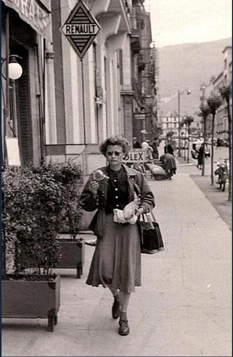 1940 - la vie est encore belle à Grenoble - Ici une marcheuse avenue Felix Viallet