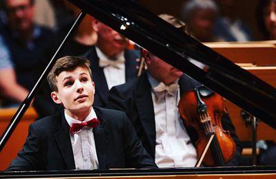 Beethoven: Piano Concerto No. 3 Deutschland .  Simon Haje Deutschland