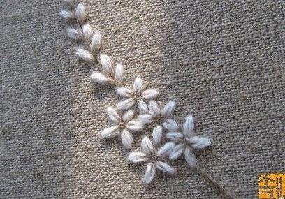 三角シルエットが綺麗な毛糸刺繍の花