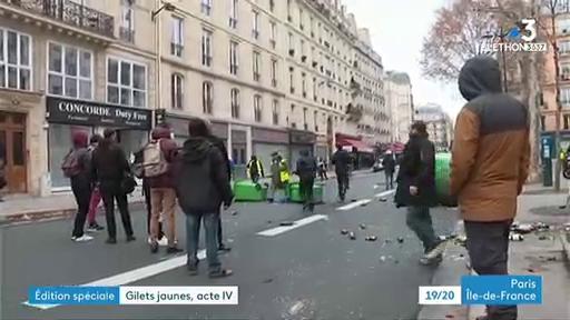 Gilets jaunes  -  Chevaux, véhicules blindés: Les images marquantes de la manifestation du samedi 8 décembre à Paris