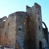 Ruines de l'ancienne grange cistercienne de Fontcalvy à Ouveillan