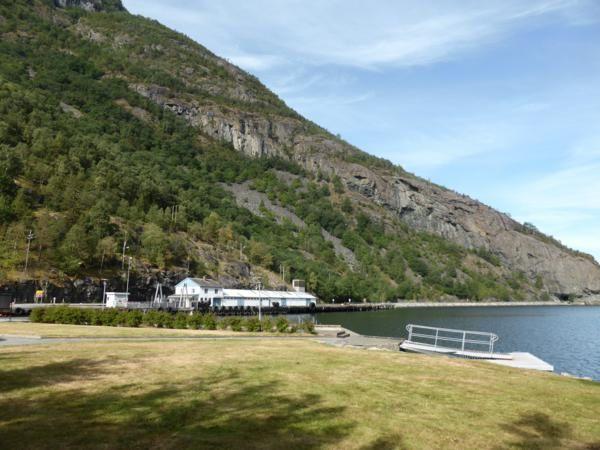...nous quittons Laerdal et notre bel emplacement au bord du fjord...