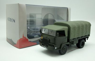 Simca cargo plateau bâché au 1/43 (Direkt Collection/Odéon)
