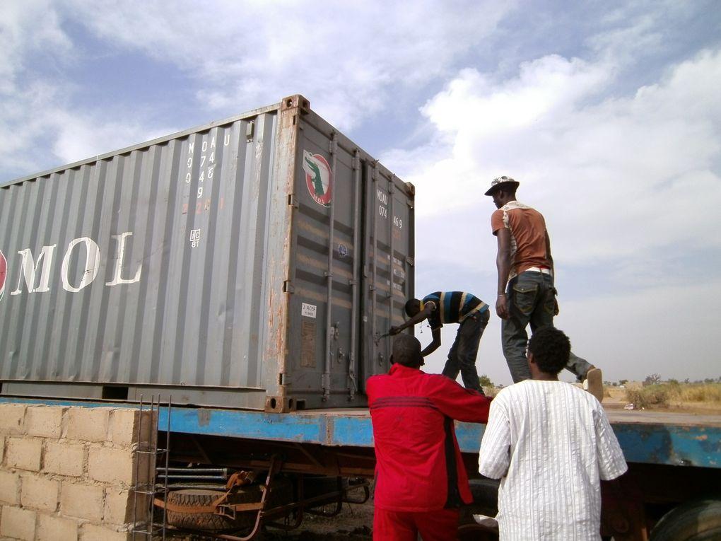 Ankunft unseres Containers nach langem Warten und Kämpfen